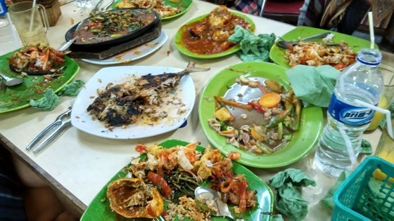 what to do in bandung food