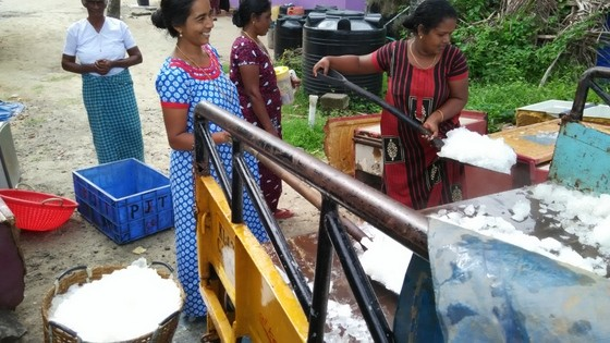 women with ice at the fish market kochi