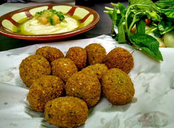 8 Top Things to do in Amman, Jordan falafel