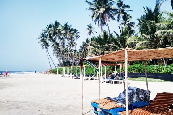 places to meet people in goa