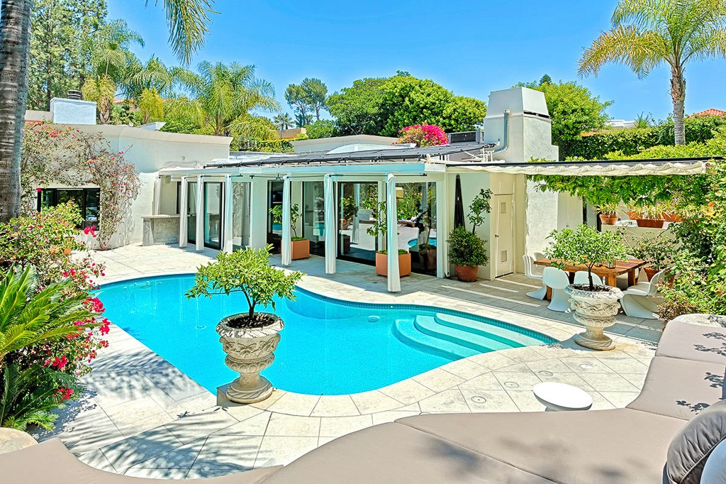 Headed to LA? These Villas for Rent Are A Great Deal