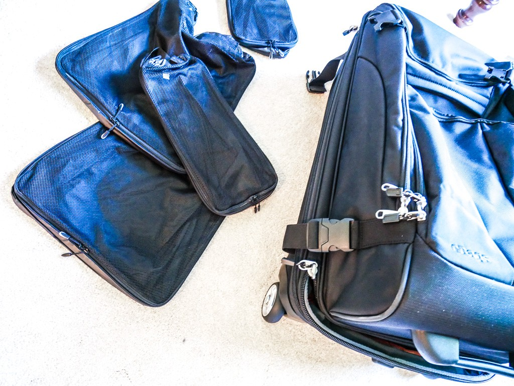 https://hippie-inheels.com/it-luggage-review-giveaway/