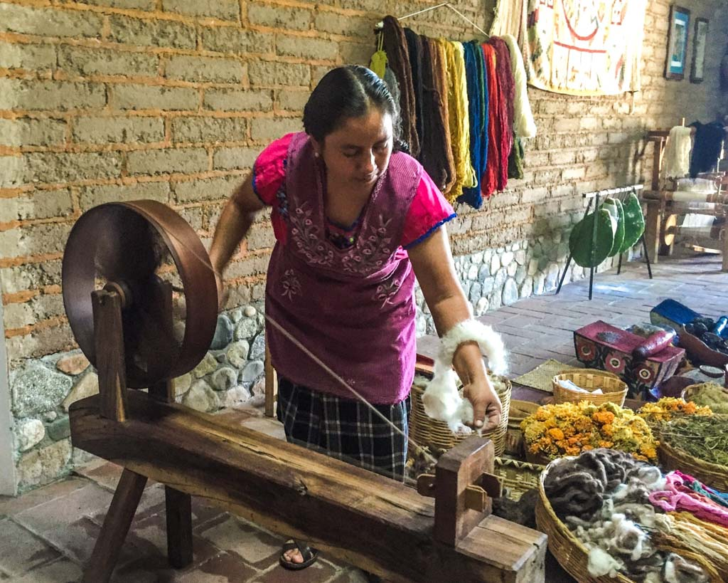 oaxaca weaver spinning