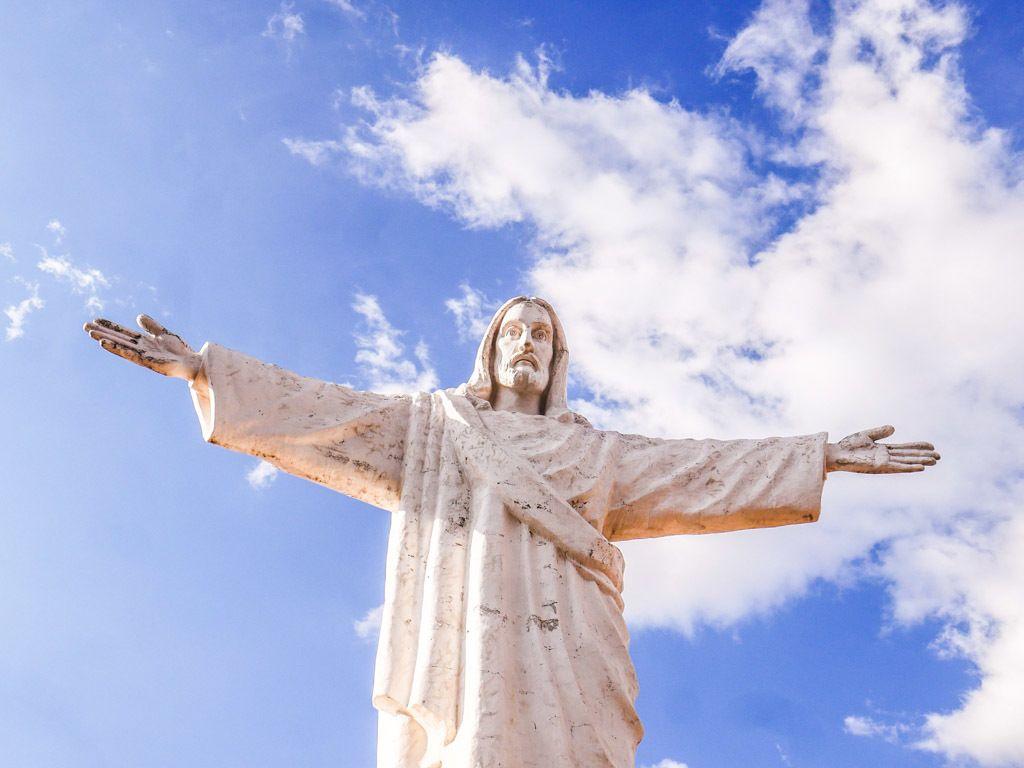 cristo blanco statue